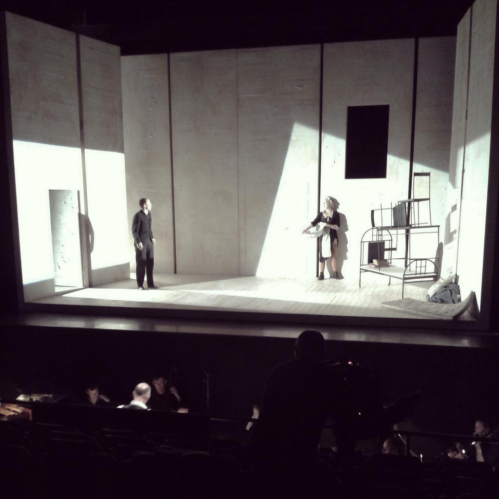 The Trial gan Philip Glass / Music Theatre Wales